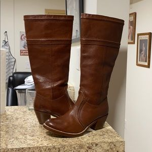•LOW PRICE MAKE OFFER• $395 RETAIL FRYE BOOTS